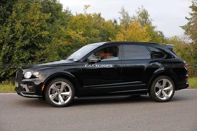 2022-Bentley-Bentayga-Black-5