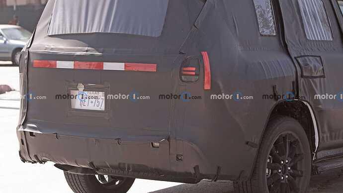 2022-lexus-lx-600-rear-view-spy-photo (3)