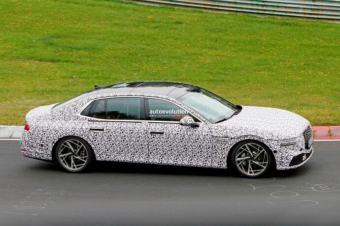 2023-genesis-g90-spied-lapping-the-nurburgring-in-the-wet_29