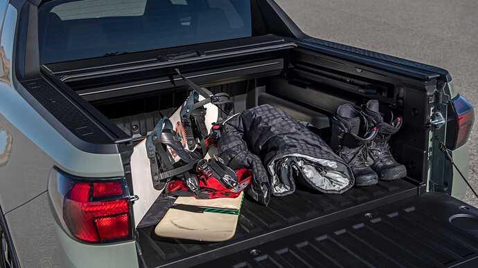 2022-hyundai-santa-cruz-bed-with-boots