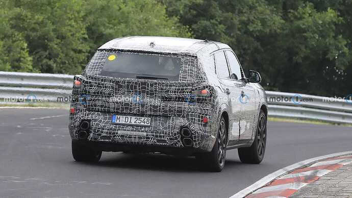 bmw-x8-spied-flaunting-unusual-tailpipe-layout (10)