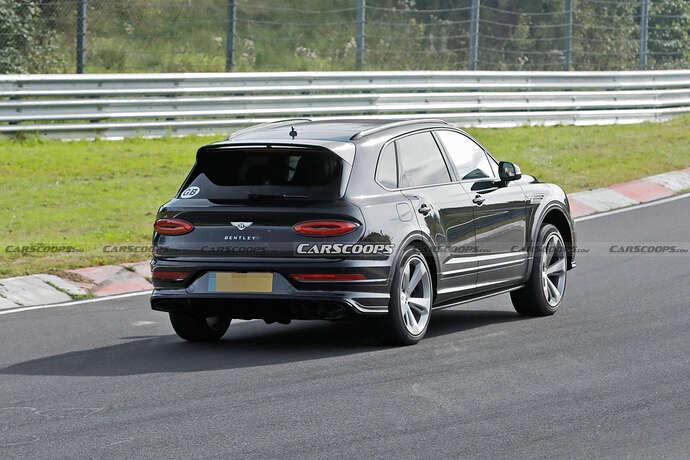 2022-Bentley-Bentayga-Black-17