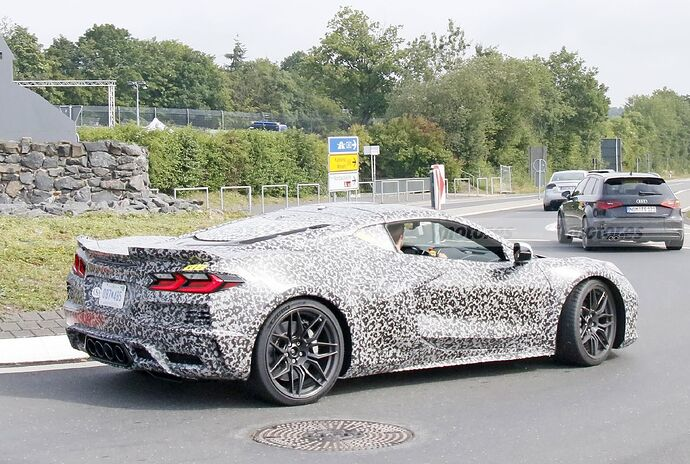 chevrolet-corvette-z06-2023-nurburgring-fotos-espia-202180442-1629211491_43