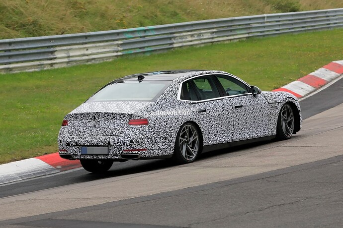 2023-genesis-g90-spied-lapping-the-nurburgring-in-the-wet_8