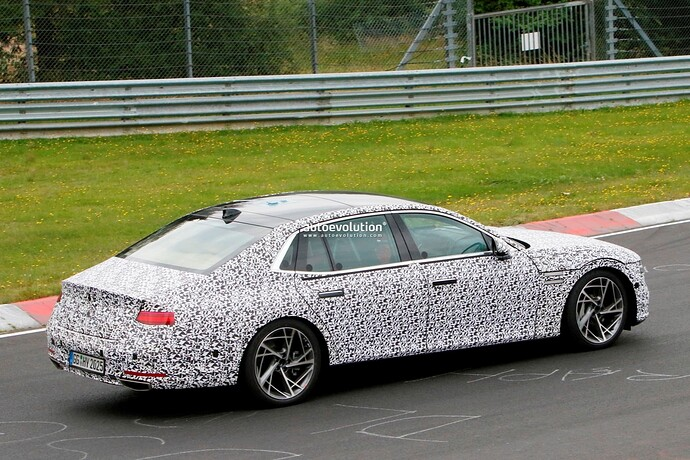 2023-genesis-g90-spied-lapping-the-nurburgring-in-the-wet_31