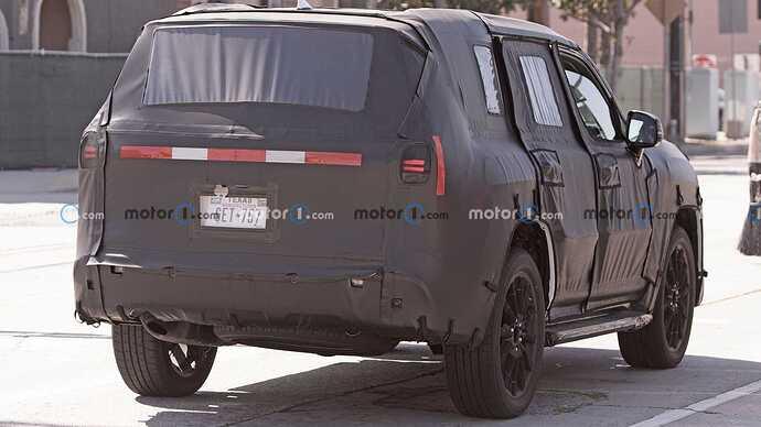 2022-lexus-lx-600-rear-view-spy-photo