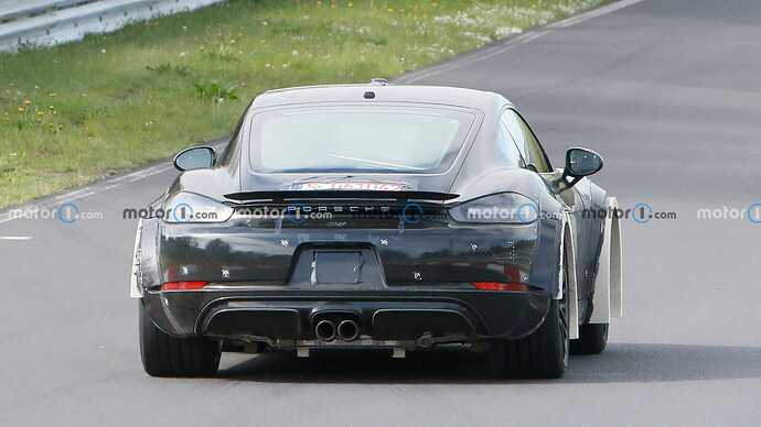 porsche-718-cayman-widebody-test-mule-spy-photos-tail-with-fenders
