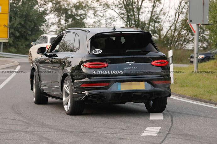 2022-Bentley-Bentayga-Black-8