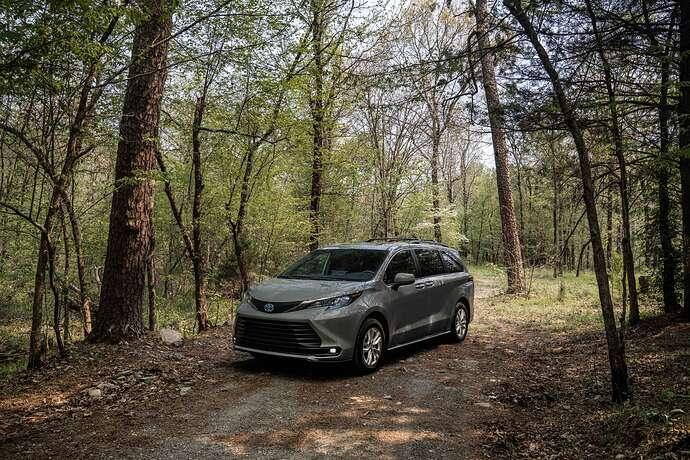 2022_Toyota_Sienna_Woodland_Special_Edition_003(1)