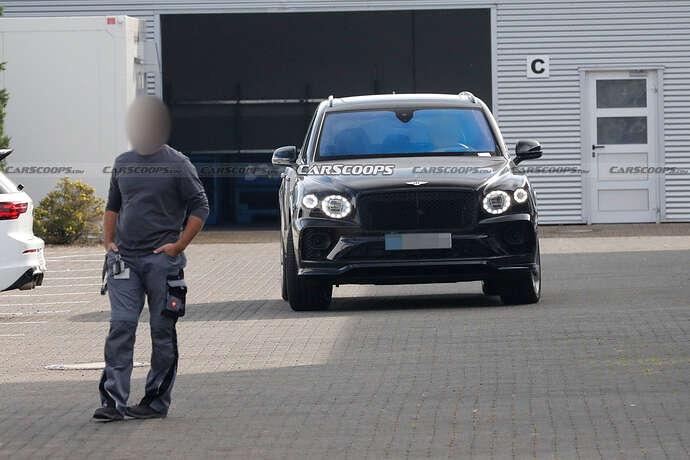2022-Bentley-Bentayga-Black-1