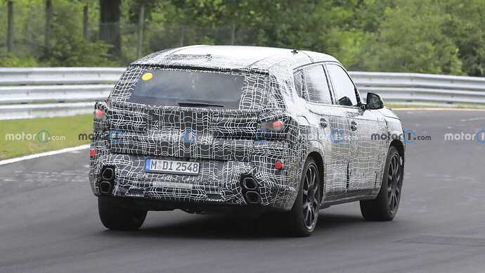 bmw-x8-spied-flaunting-unusual-tailpipe-layout (9)