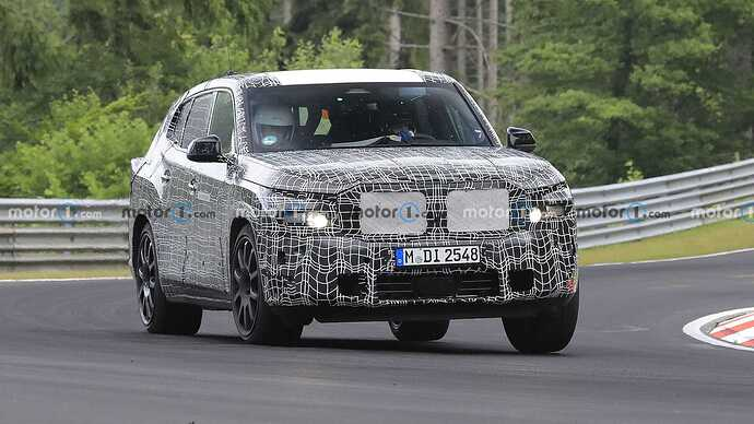 bmw-x8-spied-flaunting-unusual-tailpipe-layout (2)