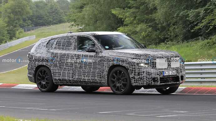 bmw-x8-spied-flaunting-unusual-tailpipe-layout (4)