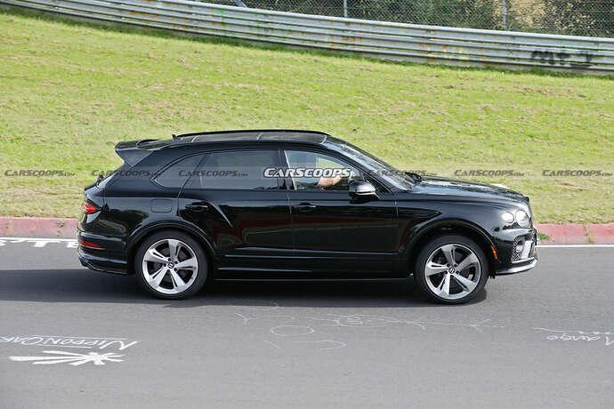 2022-Bentley-Bentayga-Black-14