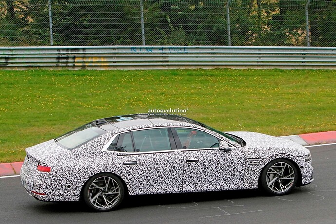 2023-genesis-g90-spied-lapping-the-nurburgring-in-the-wet_30