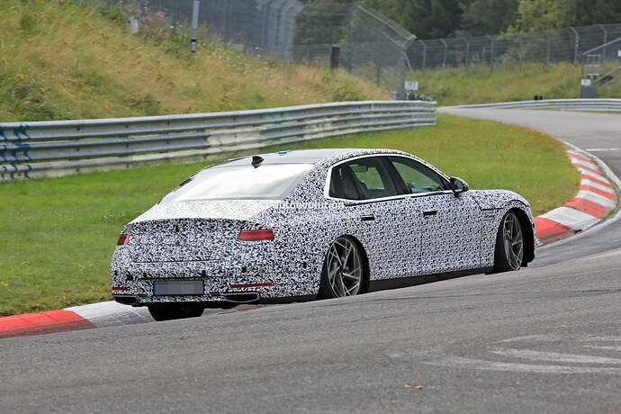 2023-genesis-g90-spied-lapping-the-nurburgring-in-the-wet_17