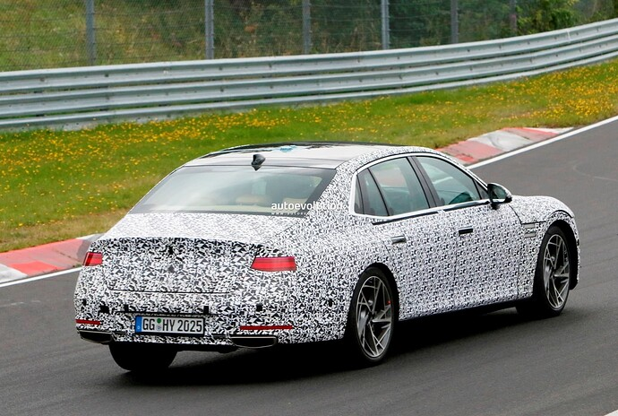 2023-genesis-g90-spied-lapping-the-nurburgring-in-the-wet_33