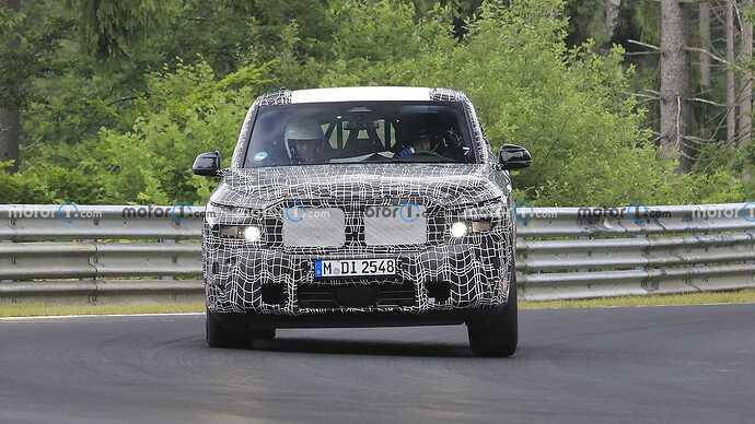 bmw-x8-spied-flaunting-unusual-tailpipe-layout (1)