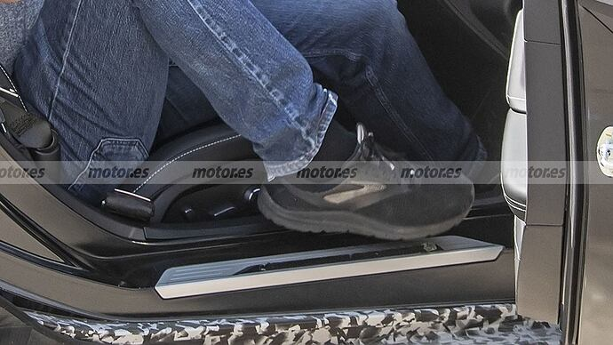 chevrolet-corvette-e-ray-fotos-espia-202180412-1629132327_42