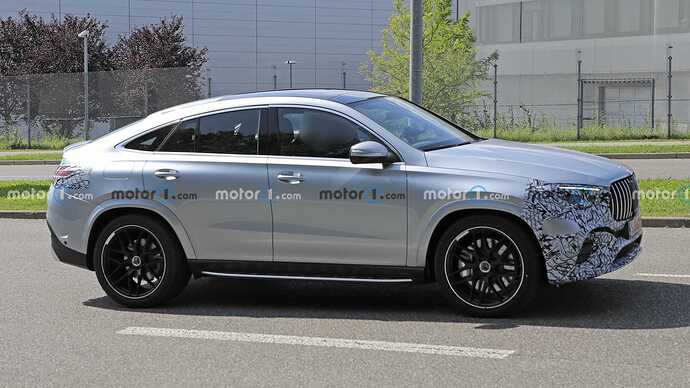 mercedes-benz-gle-coupe-facelift-new-spy-photo-side-view