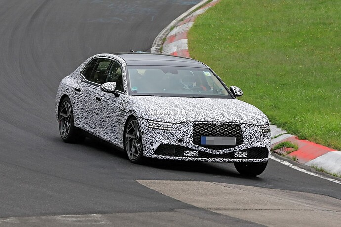 2023-genesis-g90-spied-lapping-the-nurburgring-in-the-wet_3