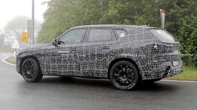 bmw-x8-spied-flaunting-unusual-tailpipe-layout (15)