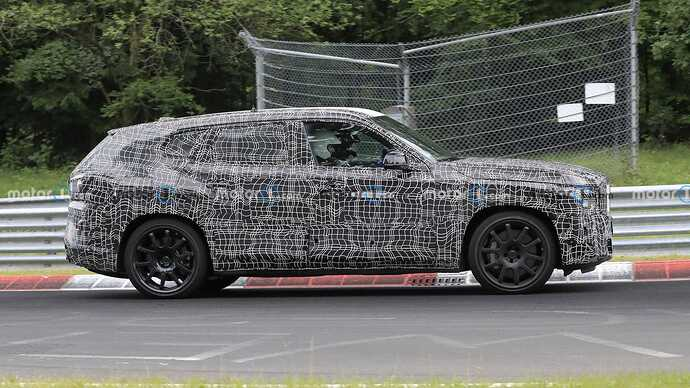 bmw-x8-spied-flaunting-unusual-tailpipe-layout (6)