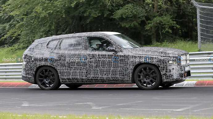 bmw-x8-spied-flaunting-unusual-tailpipe-layout (5)