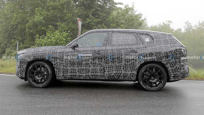 bmw-x8-spied-flaunting-unusual-tailpipe-layout (14)