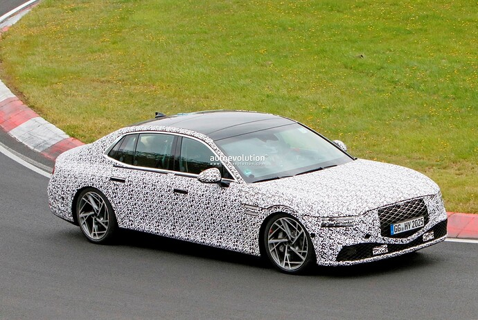 2023-genesis-g90-spied-lapping-the-nurburgring-in-the-wet_27