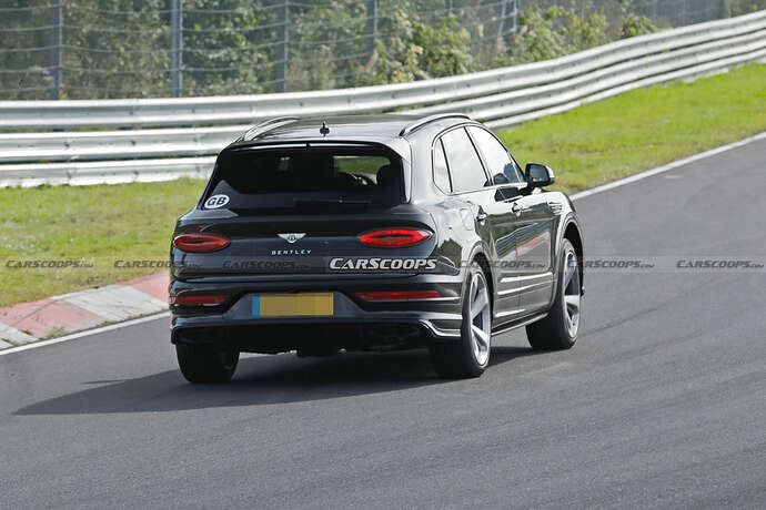 2022-Bentley-Bentayga-Black-18