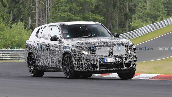 bmw-x8-spied-flaunting-unusual-tailpipe-layout (3)