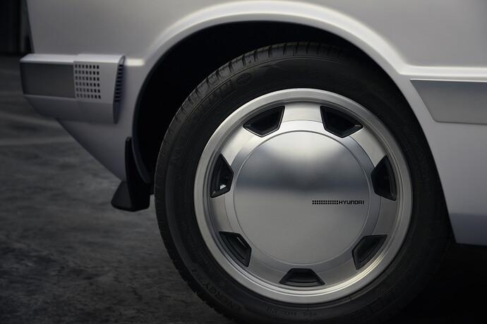 45683-HyundaiMotorShowcasesHeritageSeriesPONYasIconofDesignInnovation