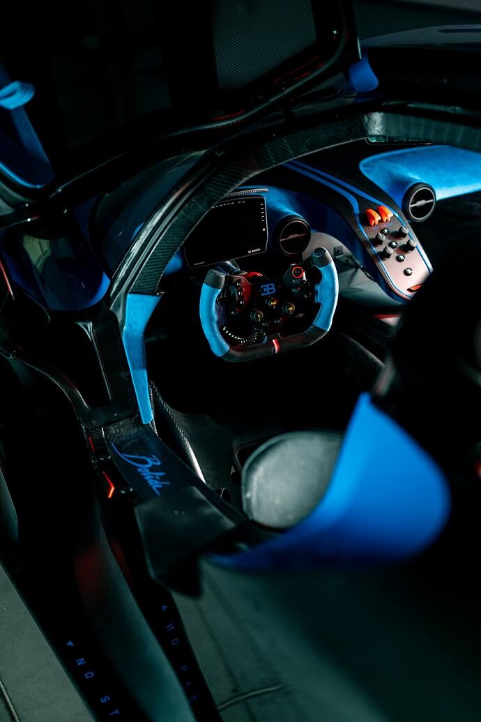 09_bugatti_interior_snap_2