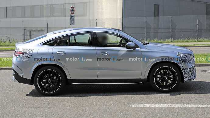 mercedes-benz-gle-coupe-facelift-new-spy-photo-side-view (1)