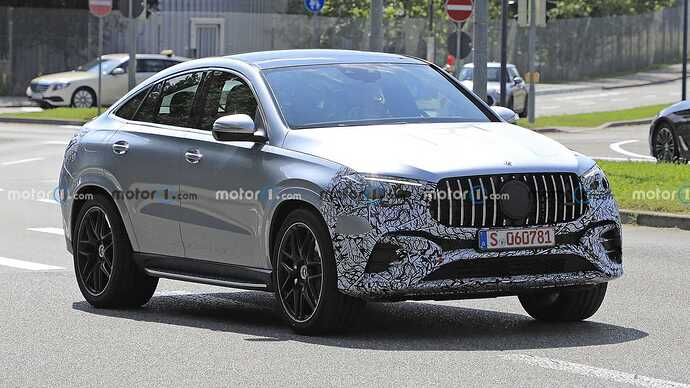 mercedes-benz-gle-coupe-facelift-new-spy-photo-front-three-quarters
