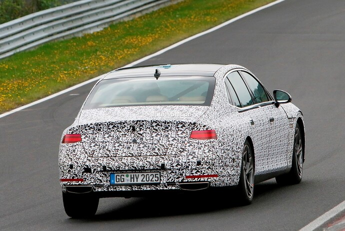 2023-genesis-g90-spied-lapping-the-nurburgring-in-the-wet_34