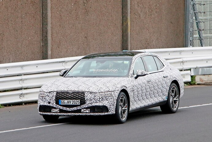 2023-genesis-g90-spied-lapping-the-nurburgring-in-the-wet_20