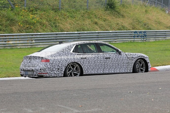 2023-genesis-g90-spied-lapping-the-nurburgring-in-the-wet_16