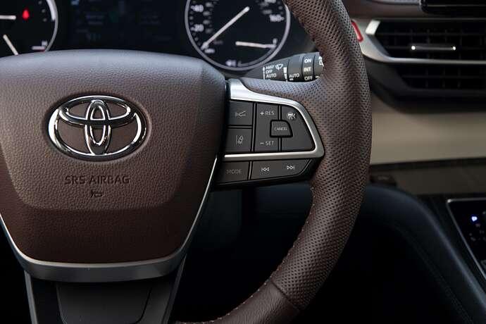 2022_Toyota_Sienna_Platinum_Predawn-Gray-Mica_023