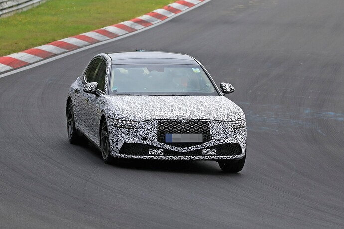 2023-genesis-g90-spied-lapping-the-nurburgring-in-the-wet_12