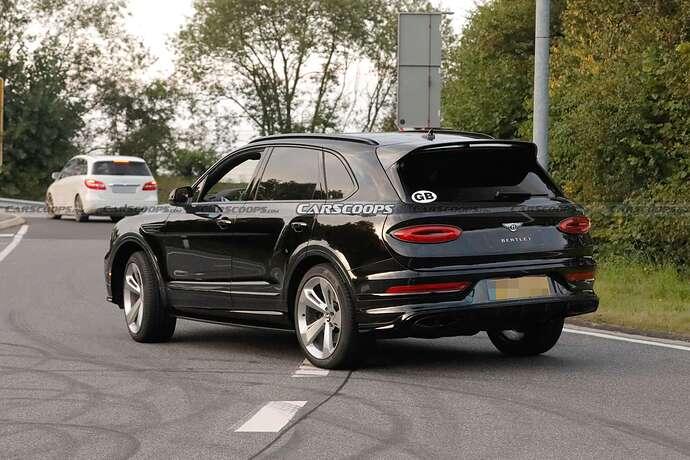 2022-Bentley-Bentayga-Black-7