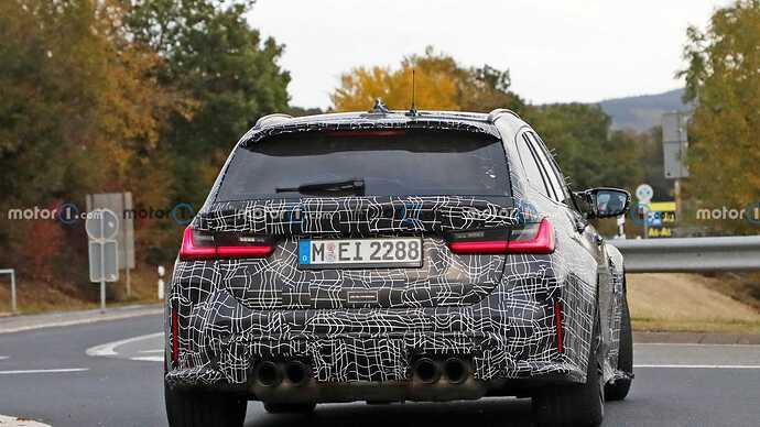 2022-bmw-m3-touring-rear-view-spy-photo (4)