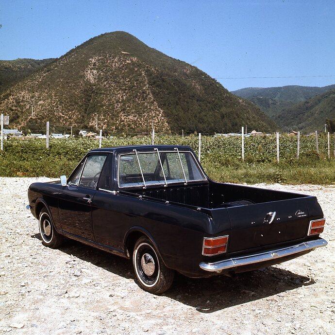 Heritage_Cortina_Pickuptruck_Outside01_04