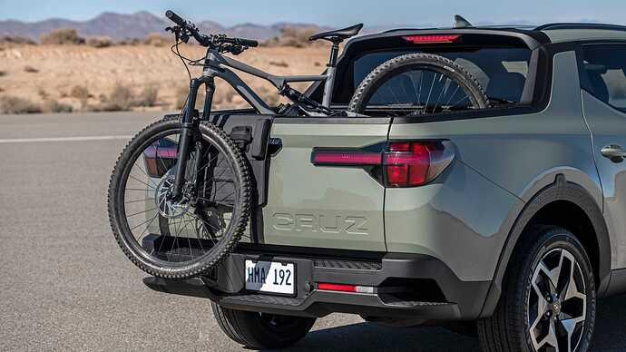 2022-hyundai-santa-cruz-bed-with-bike