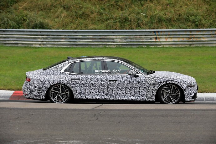 2023-genesis-g90-spied-lapping-the-nurburgring-in-the-wet_6
