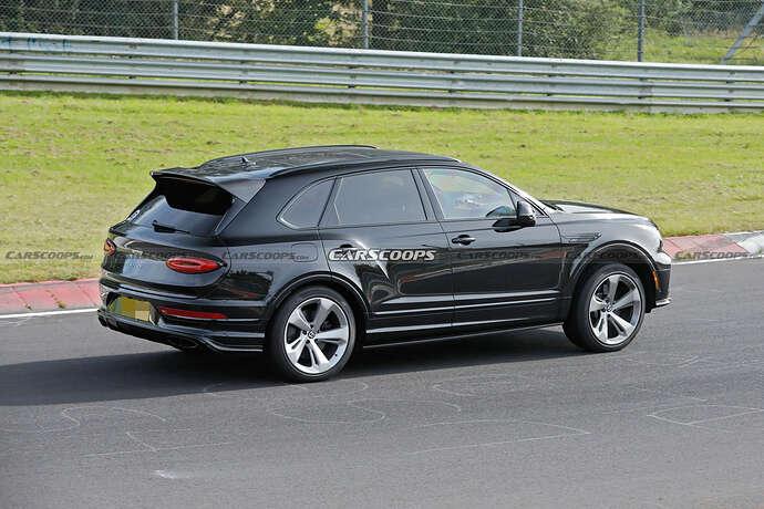 2022-Bentley-Bentayga-Black-15