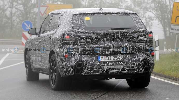 bmw-x8-spied-flaunting-unusual-tailpipe-layout