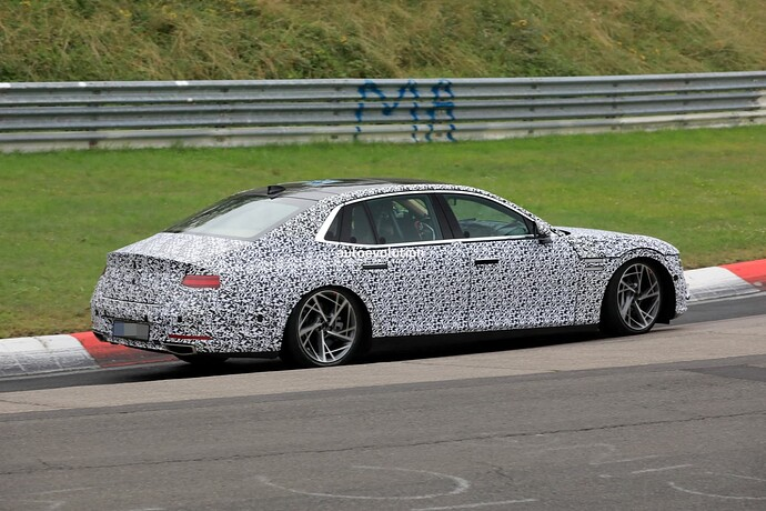 2023-genesis-g90-spied-lapping-the-nurburgring-in-the-wet_7