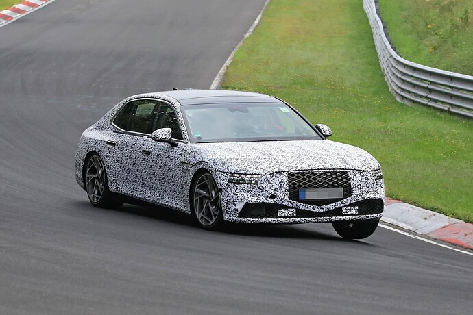 2023-genesis-g90-spied-lapping-the-nurburgring-in-the-wet_13